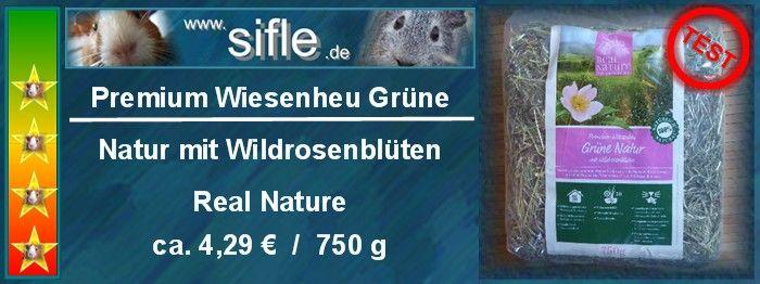 Premium Wiesenheu Grüne Natur mit Wildrosenblüten