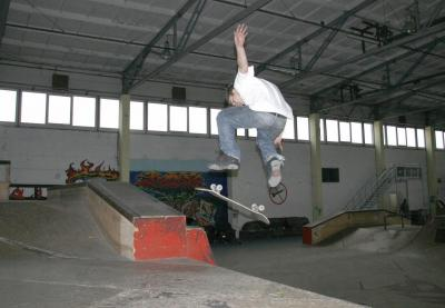 Tom Nollie Kickflip