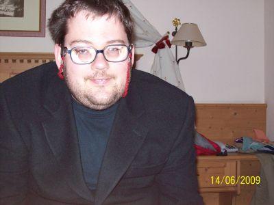 Ich im Anzug und mit Bart *g*