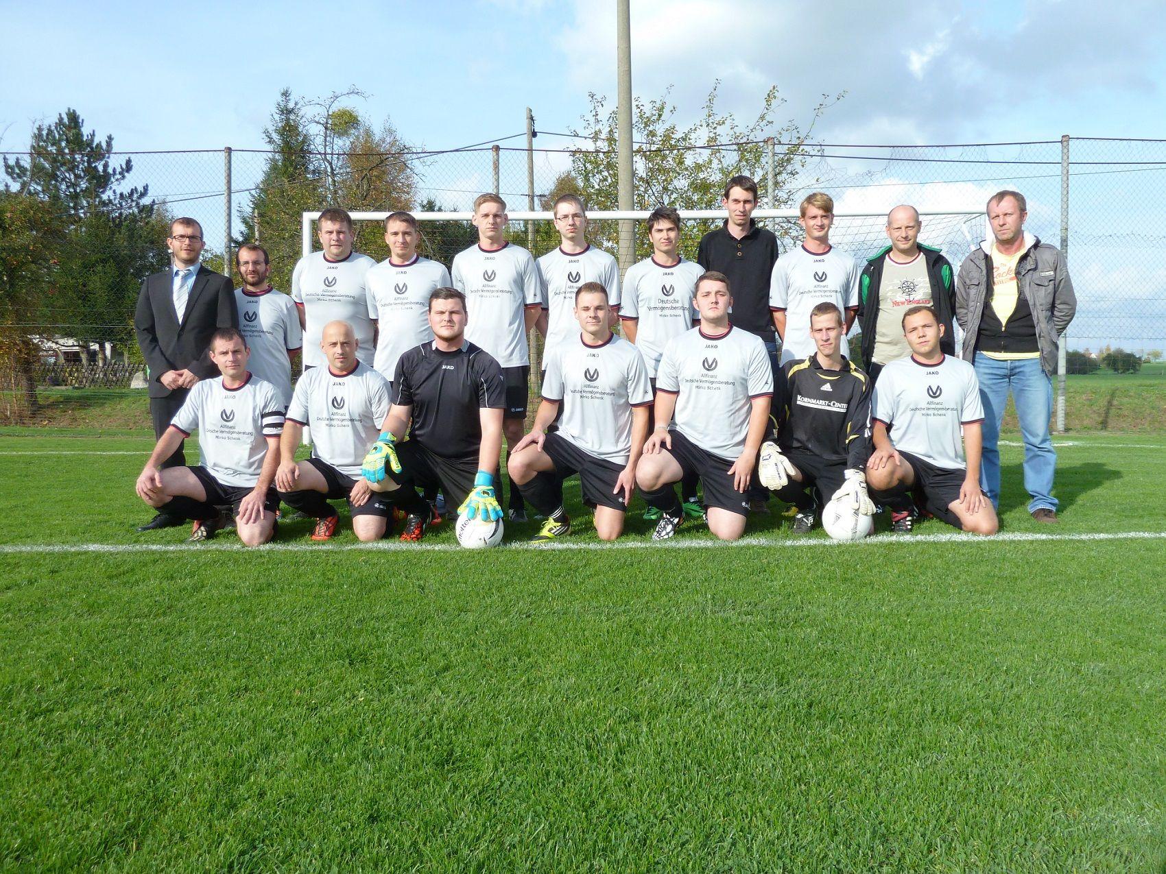 Männermannschaft 2014/2015 mit Sponsor