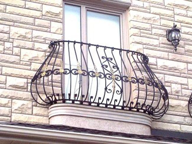 Образцы работ кованых французскых балконов, кованые изделия .