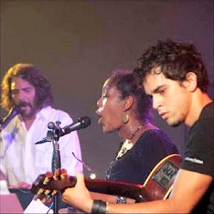 El trovador Santiago Feliú, la cantante Xiomara Laugart y el guitarrista Roberto Luis Gómez