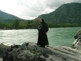 Монахиня на берегу Катуни