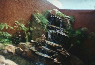 Dise o de jardines y construccion de cascadas artificiales for Construccion de cascadas artificiales